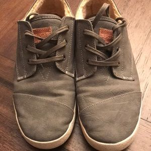 Toms Gray suede Shearling lined sneakers, size 8